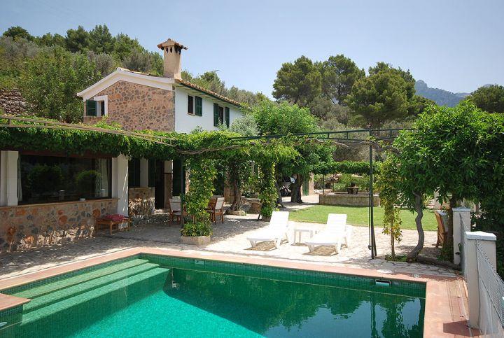 Soleada casa de campo con piscina en el valle de s ller for Modelos de casas de campo con piscina