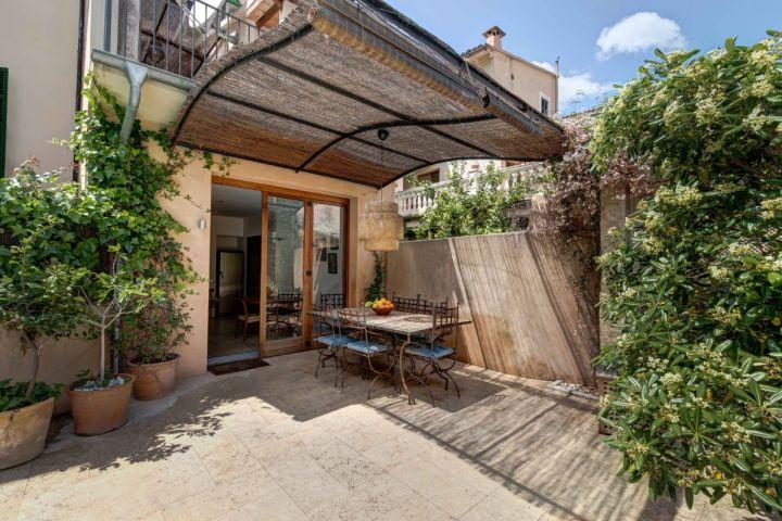 C ntrica casa de pueblo con terrazas y piscina en s ller for Casas con piscina para alquilar