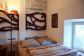 Villa con aceso directo al mar y apartamento de invitados en localización soleada en Cala Tuent