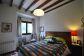 Encatandor piso en planta baja con jardín y fantásticas vistas en el centro de Deià